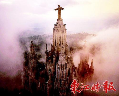▲西班牙巴塞罗那,风暴前的圣心圣殿教堂。<br />