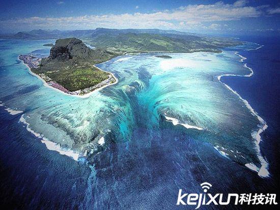 航拍:毛里求斯近海出现水下漩涡