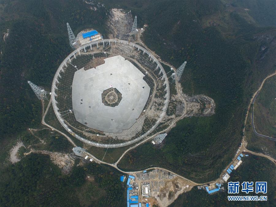 (科技)(1)世界最大单口径射电望远镜反射面板铺设近半