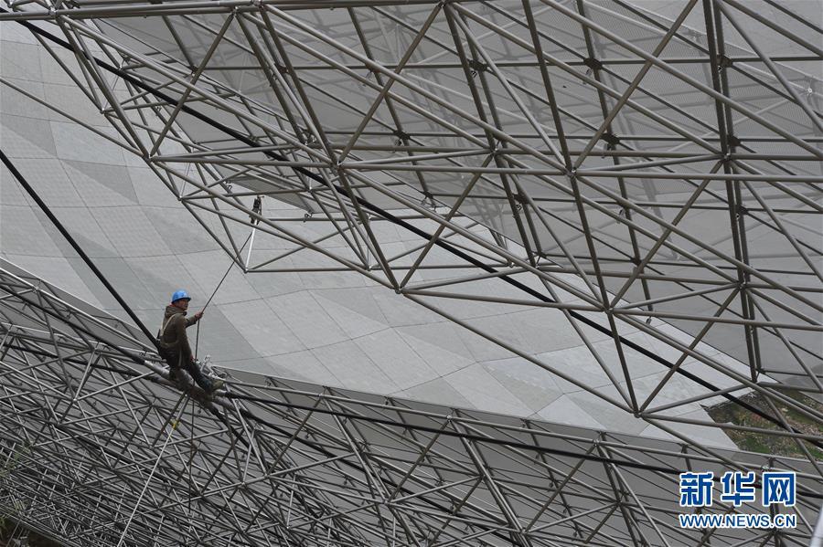 (科技)(5)世界最大单口径射电望远镜反射面板铺设近半