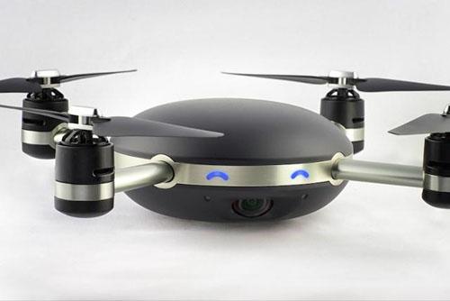资料图片:无人机制造商Lily公司计划于2016年推出一款智能防水无人机,它具有自动飞行和跟踪拍照功能。