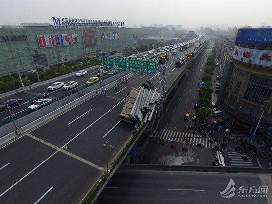 上海中环线被压断现场航拍