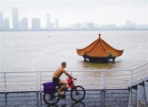 武汉暴雨全城受灾 小米捐无人机与应急物资