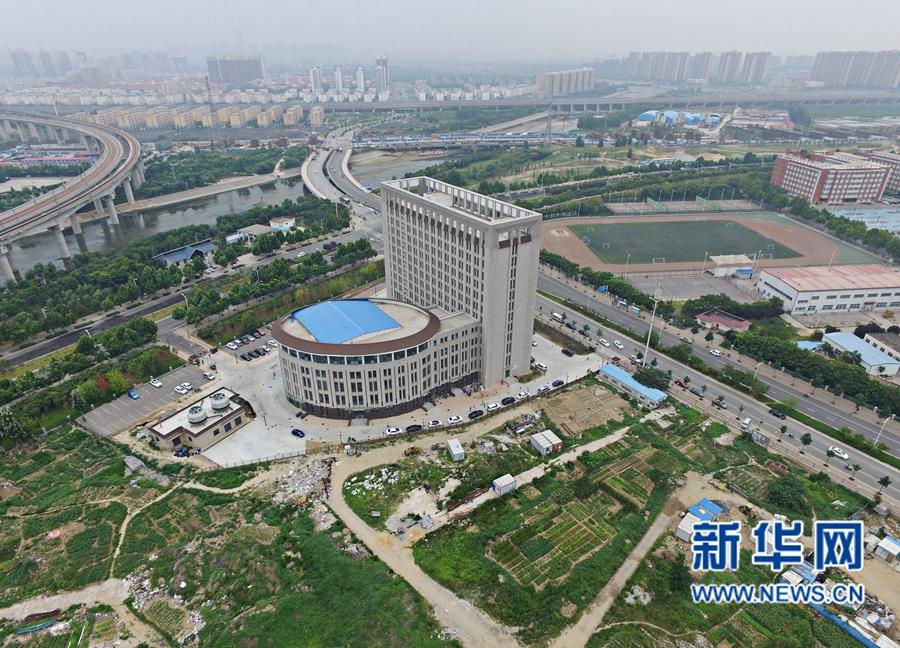 """【无人机航拍】郑州:大学校园""""马桶""""楼"""